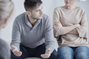 זוג יושב אצל עורך דין גירושין לוד
